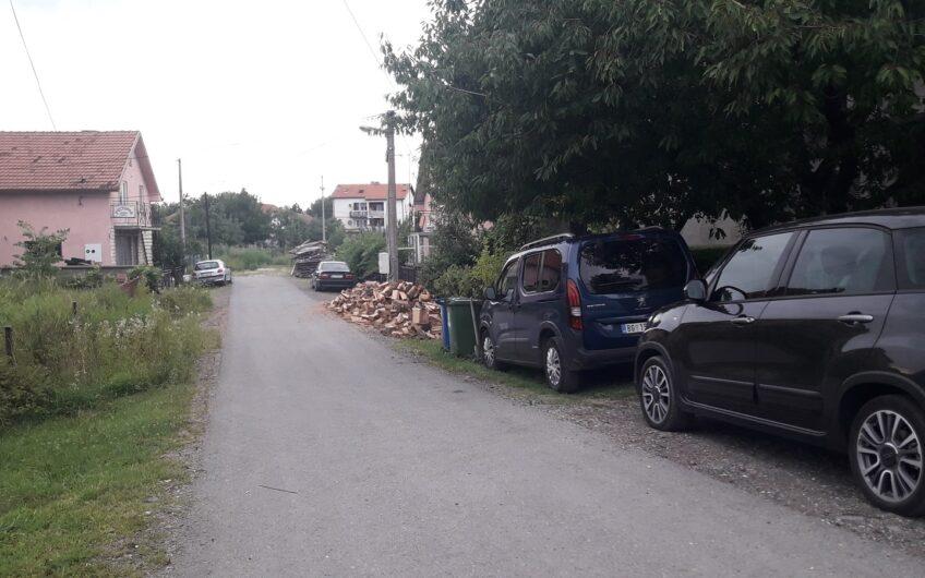 Zemun, Ugrinovci, kuća sa dvorištem