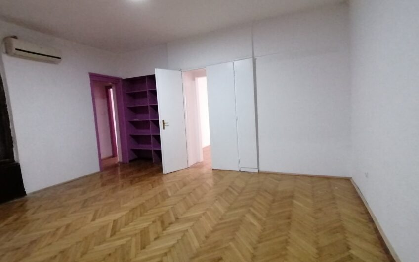 Trosoban stan u Resavskoj, 90m2, odličan za PP