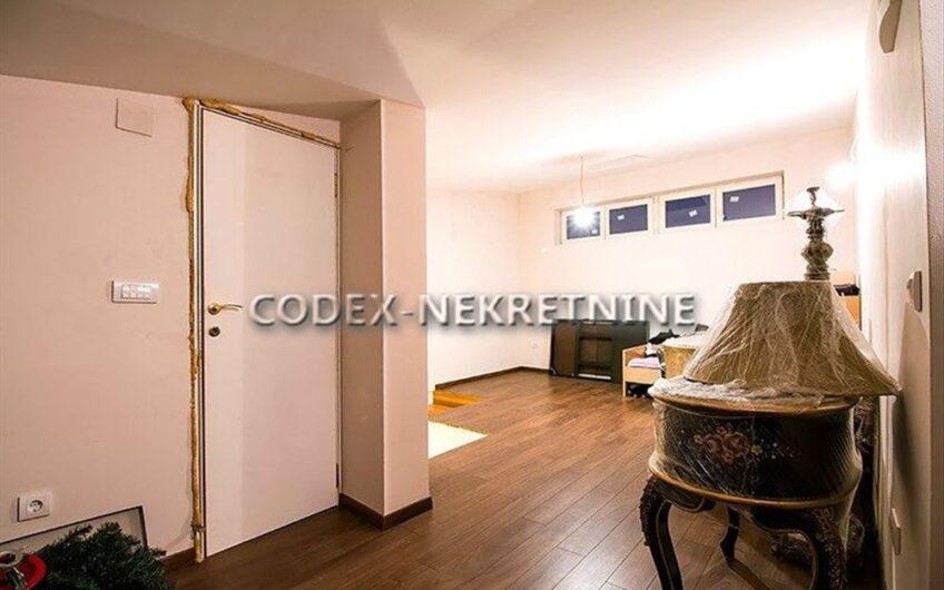 Odličan stan u novijoj gradnji kod Arene, 125m2