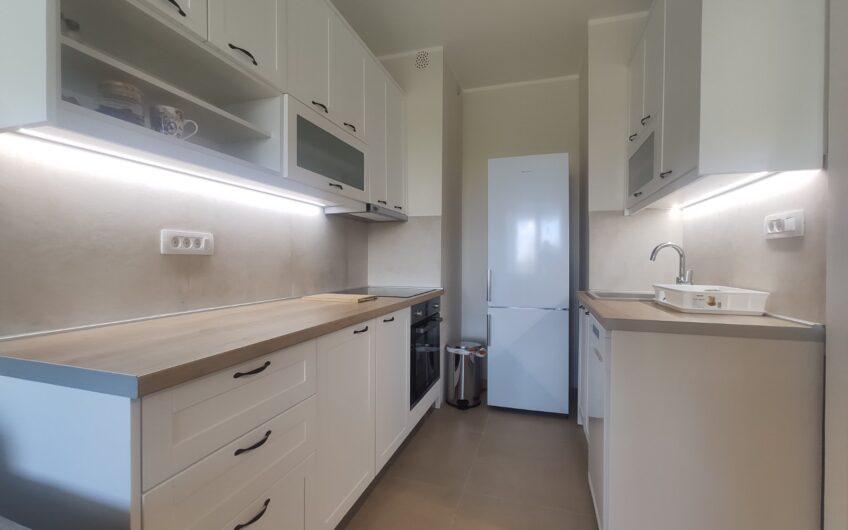 Tek renoviran, kompletno namešten stan – Blok 30