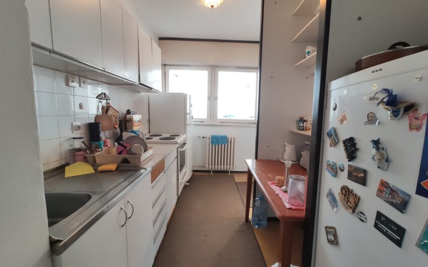 Blok 64,  84 m2, 3.0,  namešten